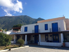 Vendesi 3 appartamenti in villa a  Malfa Salina
