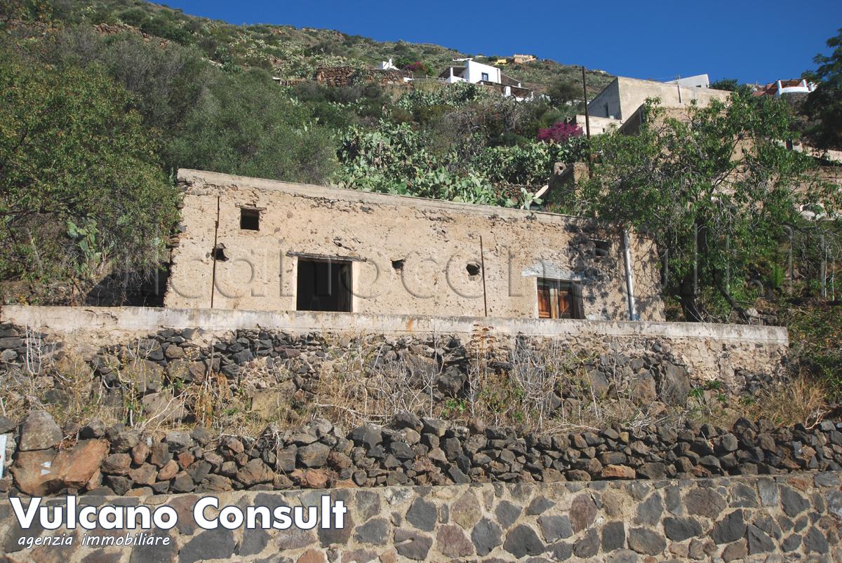 Casa eoliana con baglio Alicudi