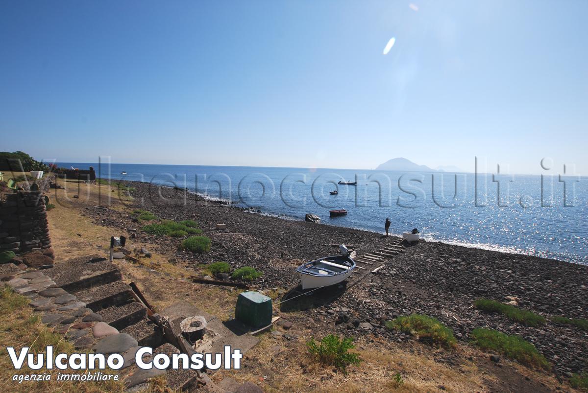 Fabbricato sul mare Alicudi