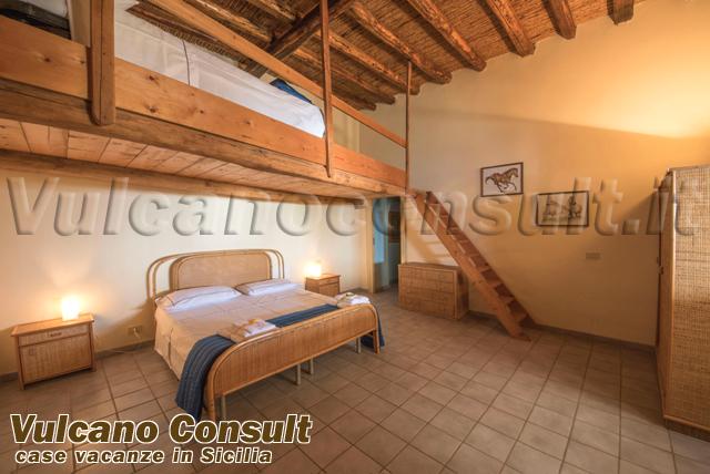 Villa liscio casa vigna isola di filicudi 4 2 - Camera letto soppalco ...