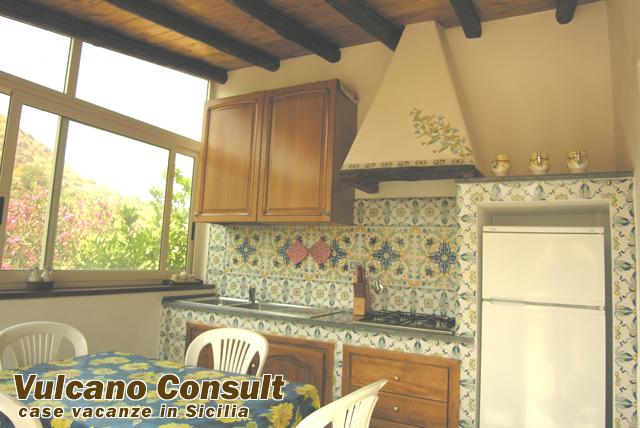 Casetta jenny quattropani lipari 2 person id123 - Cucina in veranda ...