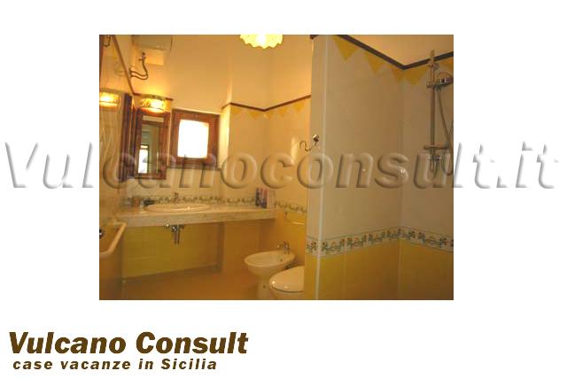 Villa palmento abitazione bilo giallo lipari 4 person appartamento senza barriere - Bagno barriere architettoniche ...