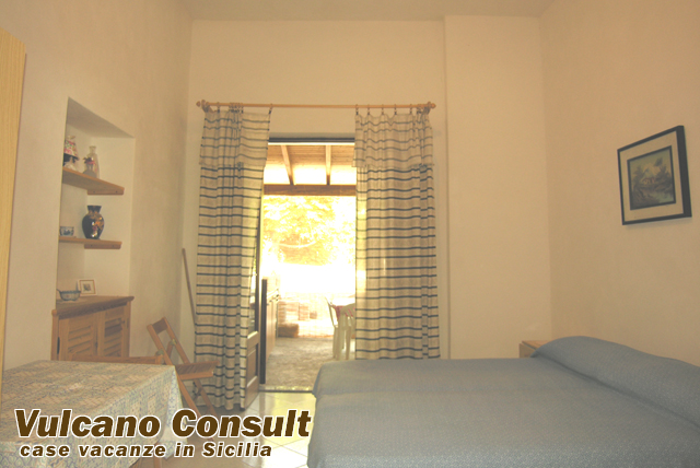 Vendesi casa di campagna quattropani lipari id8014 for Camera da letto 30 mq