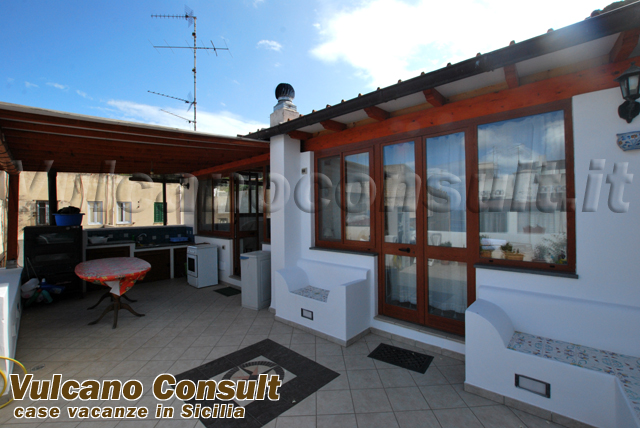 Casa canneto su due livelli lipari vendite immobiliari for Case su due livelli in affitto vicino a me