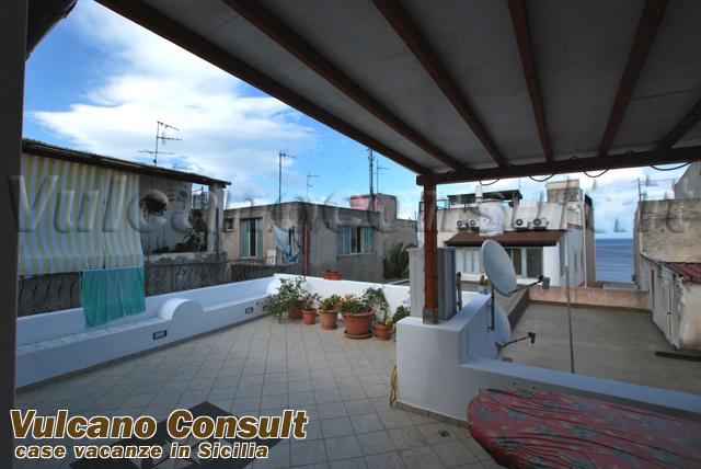 Casa canneto su due livelli lipari vendite immobiliari for Aggiunte a casa su due livelli