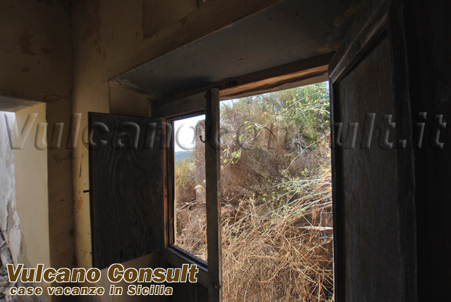 Ancient aeolian house to sell in Lipari Monte