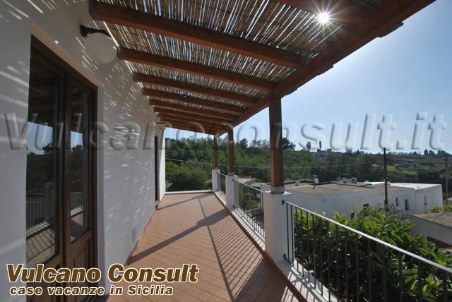 Apartment on the first floor on sale in Quattropani, Lipari..