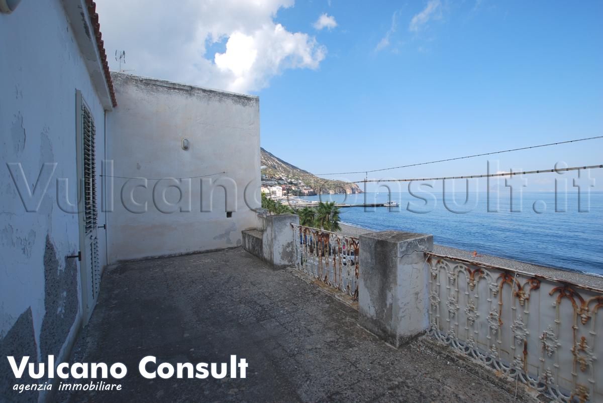 Vendesi casa via Marina Garibaldi Canneto Lipari