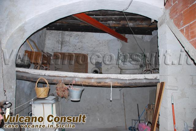 Vendesi magazzino centrale Lipari