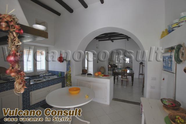 Vendesi villa annunziata Lipari