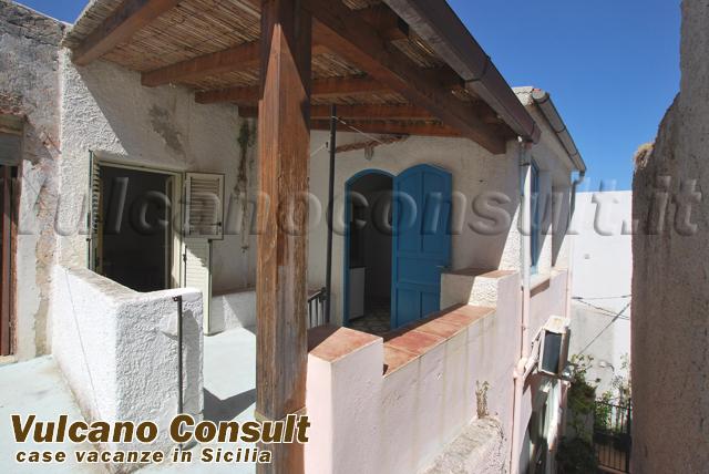 Vendesi casa via Mazzini Canneto Lipari