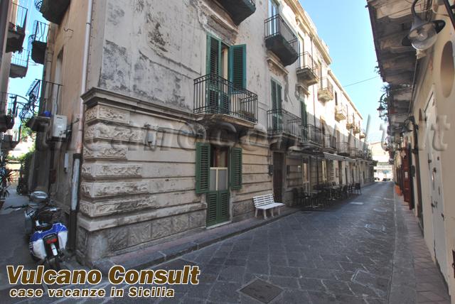 Vendesi secondo piano corso Vittorio Emanuele Lipari