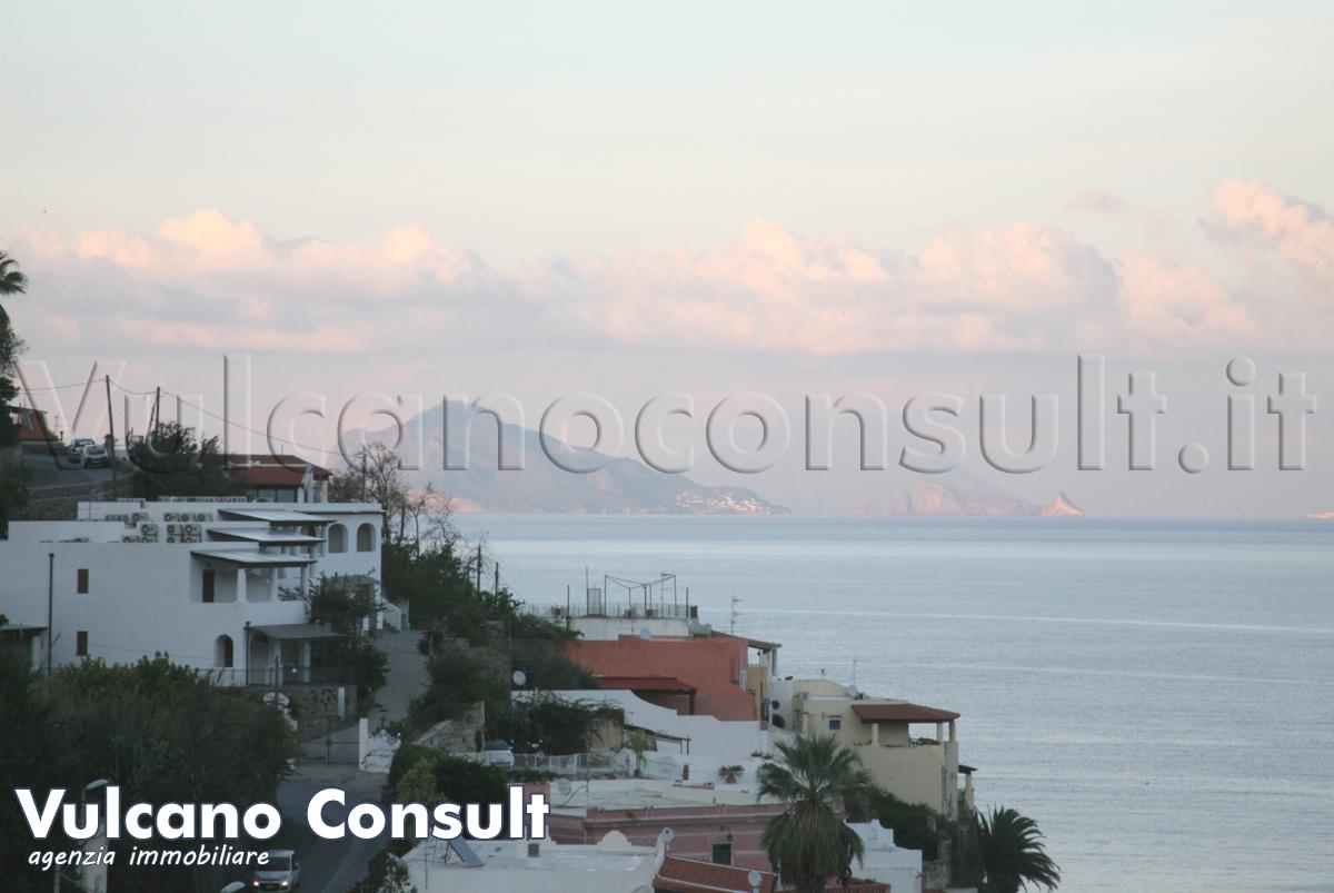 Vendesi monolocale con due terrazzi panoramici