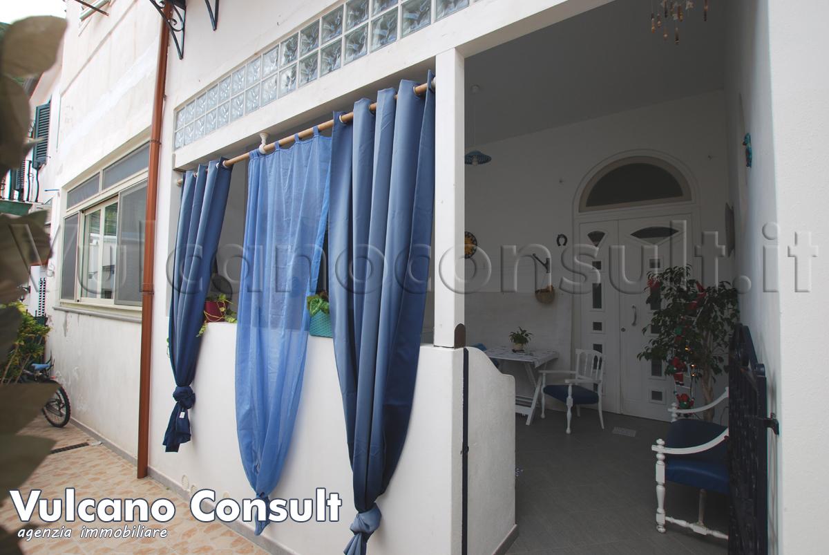Vendesi appartamento ristrutturato piano terra a Lipari Canneto