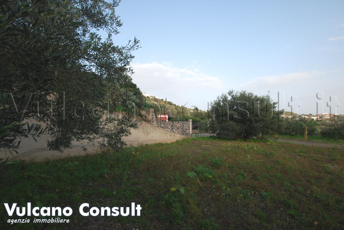 Vendesi terreno con progetto approvato per villetta
