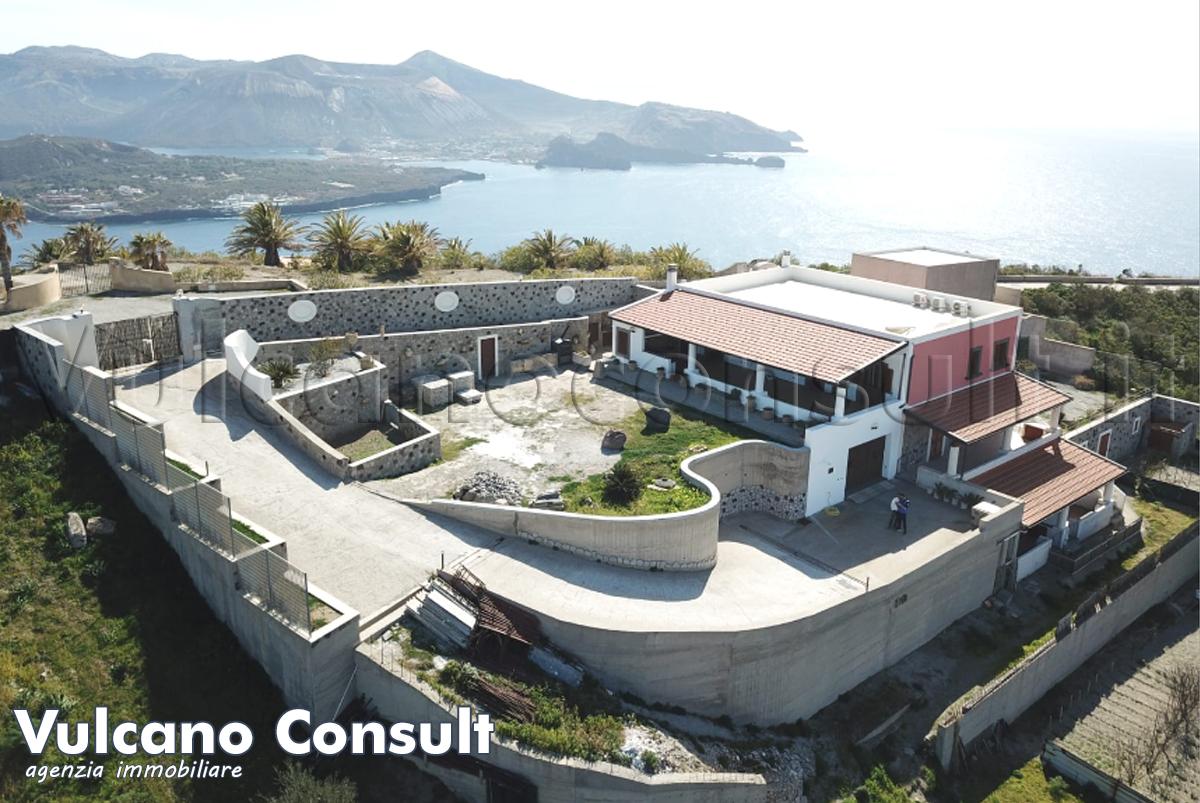 Vendesi complesso immobiliare a Lipari