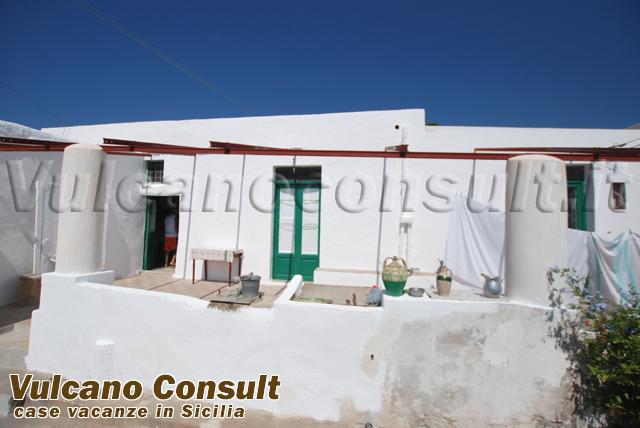 Casa tipica e rudere con terreno