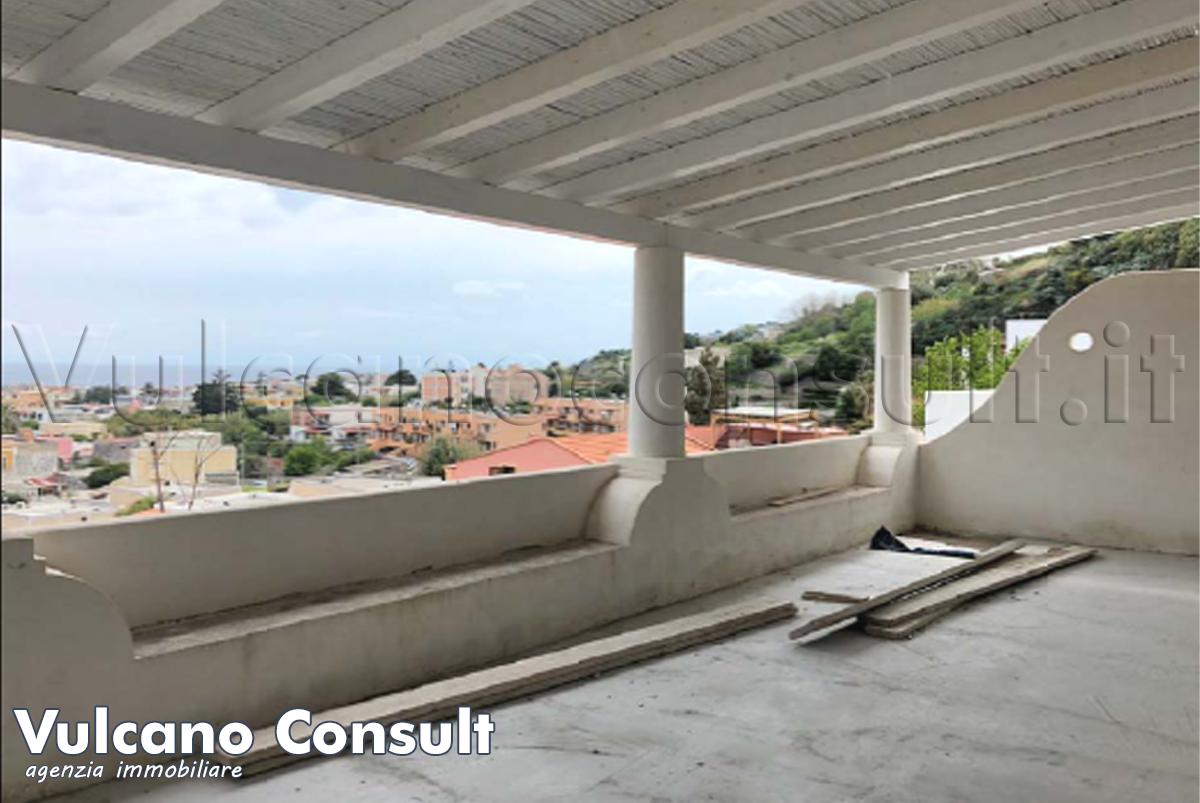Attico con terrazzo e garage Lipari