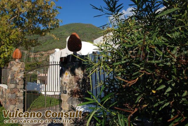 secondo ingresso villa/ giardino