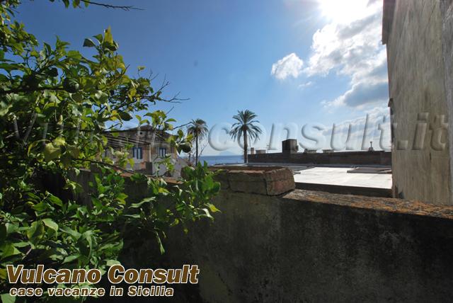 Vendesi casa via sanità Santa Marina Salina