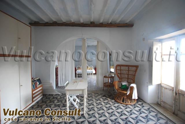 Camera Da Letto Antica Vendesi A Roma : Vendesi antica villa in località santa marina salina id