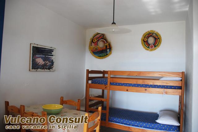 Sicily villas rental villa in sicily italy holiday - Letto matrimoniale stromboli ...