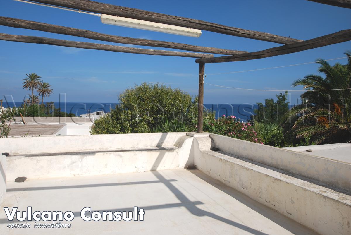 Vendesi tipica casa eoliana nel centro di Stromboli