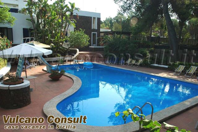 Vendesi villa con piscina vulcano id469 - Villa con piscina milano ...