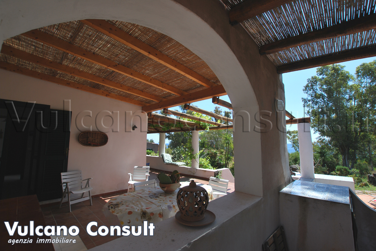 House Vulcano Blu to sell in Vulcano