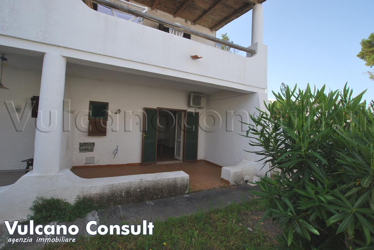Vendesi appartamento piano terra Vulcano Porto