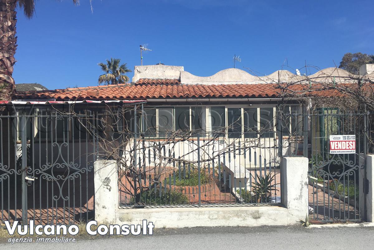 Vendesi casa indipendente a Vulcano Via Levante